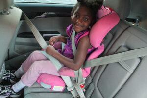 Az autós biztonsági gyerekülés stabil