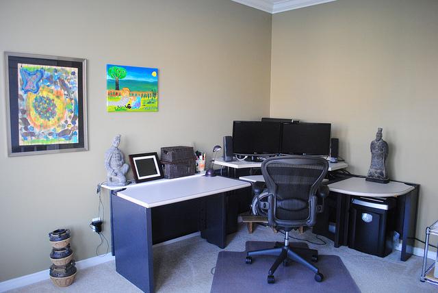 Sarok számítógépasztal